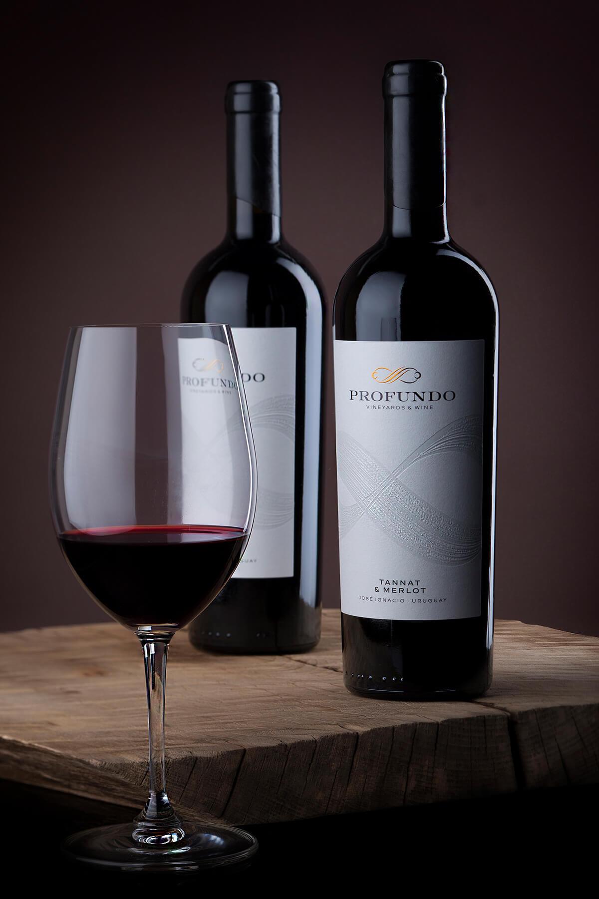 profundo wine label design