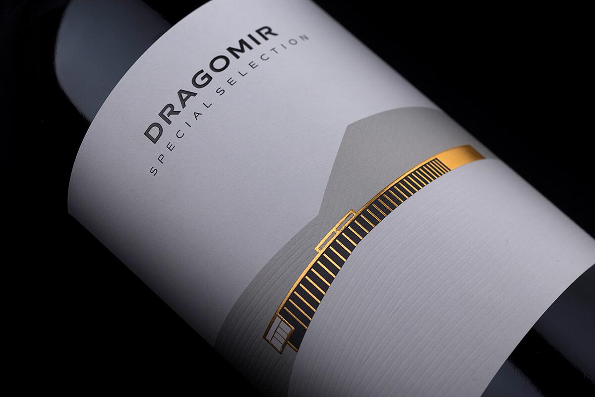 minimalist wine label design for dragomir winery