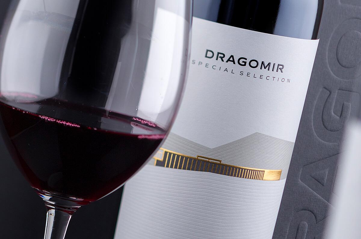 minimalist wine label design